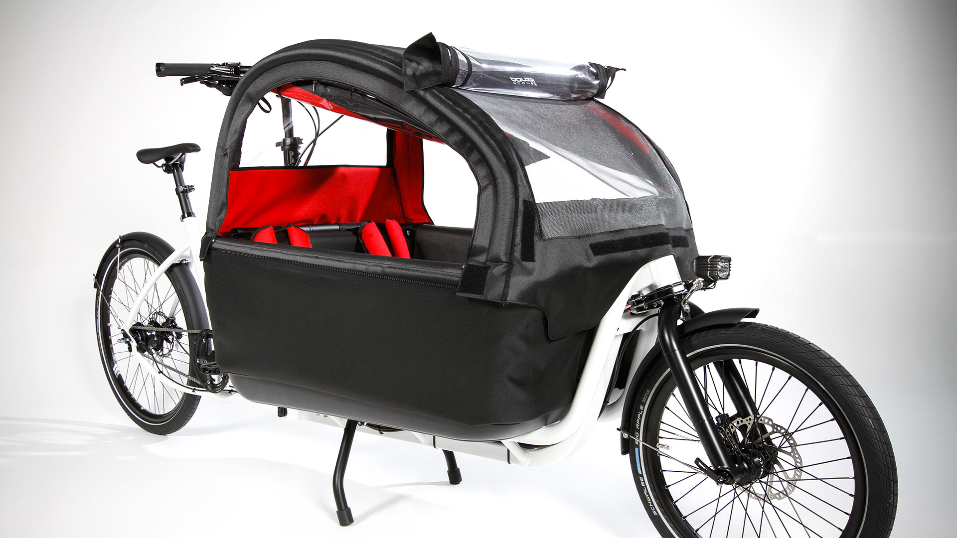 Le Douze Cycle en version blanche, extra long, avec sa canopy. Source : site Douze-Cycle.com